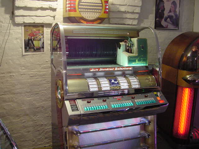 Seeburg 1956 200V Jukebox $11,000 |